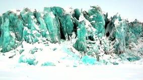 Glaciar del color único hermoso de la turquesa en el fondo de la nieve en el ártico metrajes