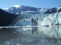 Glaciar en el amanecer Imagen de archivo libre de regalías