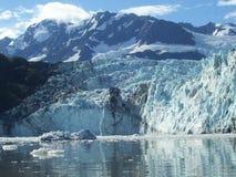 Glaciar en el amanecer Fotos de archivo libres de regalías