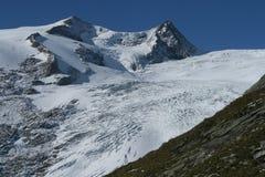 Glaciar en las montan@as Fotos de archivo libres de regalías