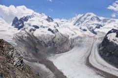 Glaciar en las montan@as suizas. Fotos de archivo libres de regalías