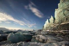 Glaciar en luces de luna Foto de archivo libre de regalías