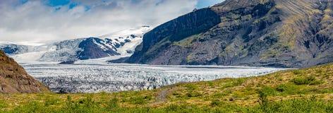 Glaciar maravilloso y grande de Skaftafellsjokull cerca de Skaftafell en Islandia del sur imágenes de archivo libres de regalías