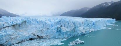 Glaciar panorama för blå is, Perito Moreno Arkivbilder