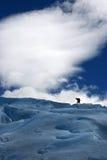 Glaciar perito moreno. Contraluz de escalador en el Glaciar Perito Moreno, ubicado en Santa Cruz, Argentina Stock Photo