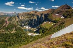 Glaciar sjö från F. KR. sida av den Akamina Ridge slingan, Waterton sjöar NP, Kanada Arkivfoton