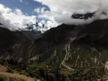 Glaciar y Annapurna IV de Annapurna III durante monzón Foto de archivo libre de regalías