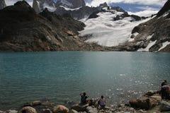 Glaciar y gente foto de archivo libre de regalías