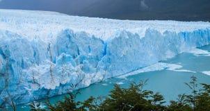 Glaciar y lago azules de Perito Moreno del hielo fotos de archivo