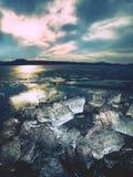 Glaciares de fusión y niveles de levantamiento del río El resultado de acciones humanas peligrosas Fotos de archivo