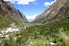 Glaciated долина Cojup в центральном Перу Стоковое Изображение