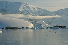 Glaciated mountain, reflected Royalty Free Stock Photos