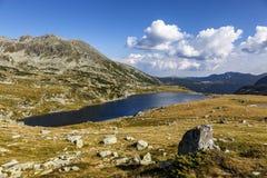 Glacier湖,高山在Retezat国家公园,喀尔巴汗,罗马尼亚,欧洲 免版税库存图片