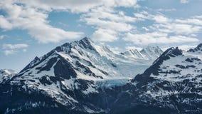 Glacier d'arc-en-ciel avec des nuages Photos stock