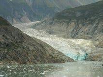 Glacier d'enroulement, à l'intérieur de canalisation, l'Alaska Photos libres de droits