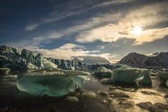 Glacier dans des lumières de lune Photographie stock