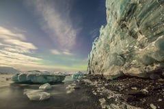 Glacier dans des lumières de lune Photos stock