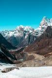 Glacier de Milou et vallée et lacs de montagnes dans la verticale de l'Himalaya Image stock