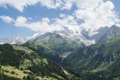 Glacier de montagne pendant l'été images stock