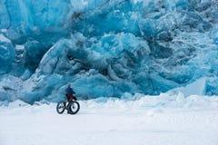 Glacier de transport dans l'hiver Photographie stock