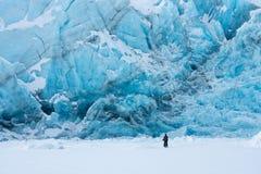 Glacier de transport dans l'hiver Images stock