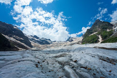 Glacier en montagnes de Caucase Photo stock