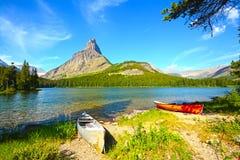 Glacier National Park, lago Swiftcurrent fotografia stock libera da diritti