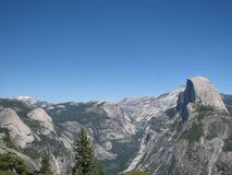 Glacier point. A cloudless view from glacier point of Yosemite and half dome Royalty Free Stock Photos