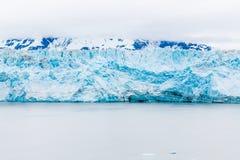 Glacier sous des nuages Photo stock
