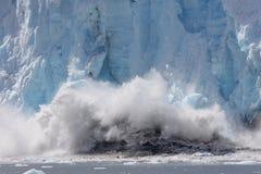 Glacier spectaculaire de vêlage Photographie stock