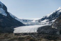White glacier during sunny day
