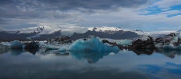 Glaciers de lac ou de vêlage glacier en Islande Photographie stock libre de droits