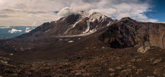 Glaciers glacials sur les pentes du volcan de Tolbachik près du cratère photos stock