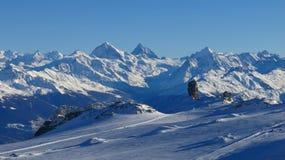 Glaciär De Diablerets och höga berg Arkivbild