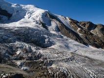 Glaciär på den Saas avgiften Arkivfoton