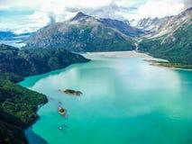 Glaciärfjärd: var glaciären möter havet Royaltyfri Fotografi