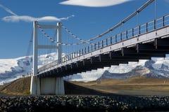 Glacjalne rzeka mosta piędzie Który Jokulsarlon Zdjęcie Stock