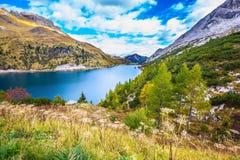 Glacjalny jezioro z jasną wodą Fotografia Stock