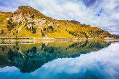 Glacjalny jezioro z jasną wodą Obrazy Royalty Free