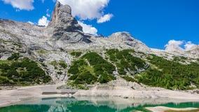 Glacjalny jezioro z jasną zimną wodą Lago Di Fedaia, dolomity Fotografia Stock