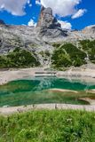 Glacjalny jezioro z jasną zimną wodą Lago Di Fedaia, dolomity Zdjęcia Stock