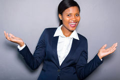 Glad afrikansk affärskvinna Royaltyfri Fotografi
