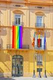 Glad flagga på Palau De La Batlia nära slotten av det Generalitat Get Arkivbilder