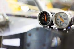 Glad hastighetsmätare på bilen Arkivbilder