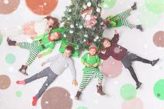 Glad jul 2017 lyckliga fira för barn Arkivbild