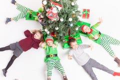 Glad jul 2016 lyckliga fira för barn Arkivfoton