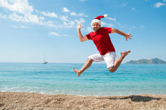 Glad jul och det nya året på stranden Arkivfoto