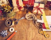 Glad jul och lyckliga ferier! Julförberedelse, sciss Royaltyfri Fotografi