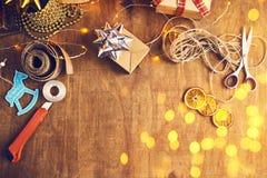 Glad jul och lyckliga ferier! Julförberedelse, sciss Royaltyfria Foton