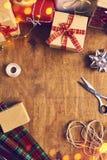 Glad jul och lyckliga ferier! Julförberedelse, sciss Arkivfoto